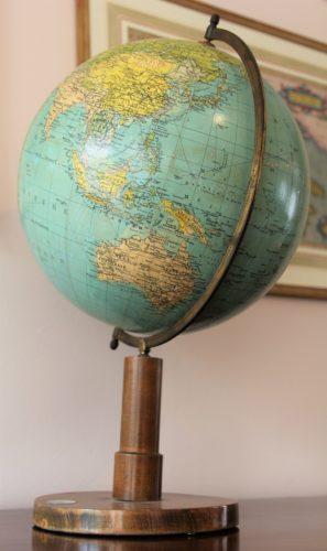 Old globe in Dutch (33 cm diameter) by Prof Dr A Krause, ca 1930 (detail Australia)